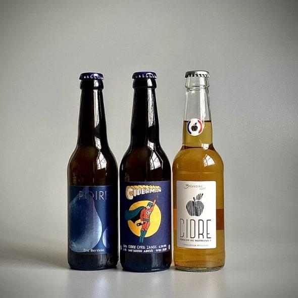 Photo de trois bouteilles de cidre Long Neck de 33 cl teinte blanche