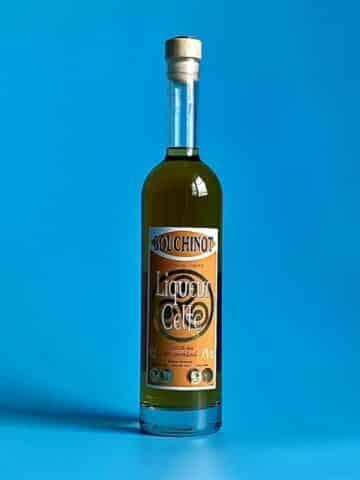 Photo d'une bouteille de spiritueux Ariane de 50 cl teinte blanche