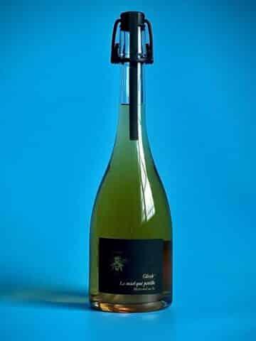 Photo d'une bouteille de spiritueux crémant de 75 cl teinte blanche