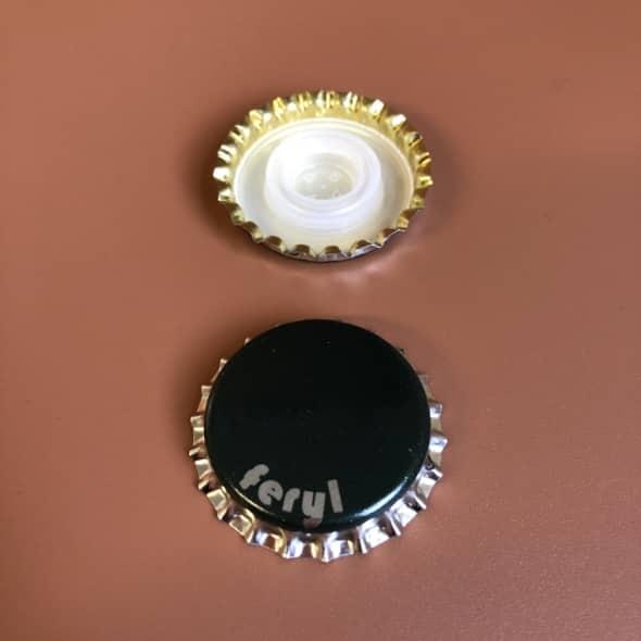 Photo de deux capsules Feryl