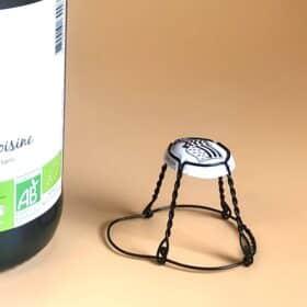 Photo d'un muselet avec plaque personnalisée pour bouteille de cidre